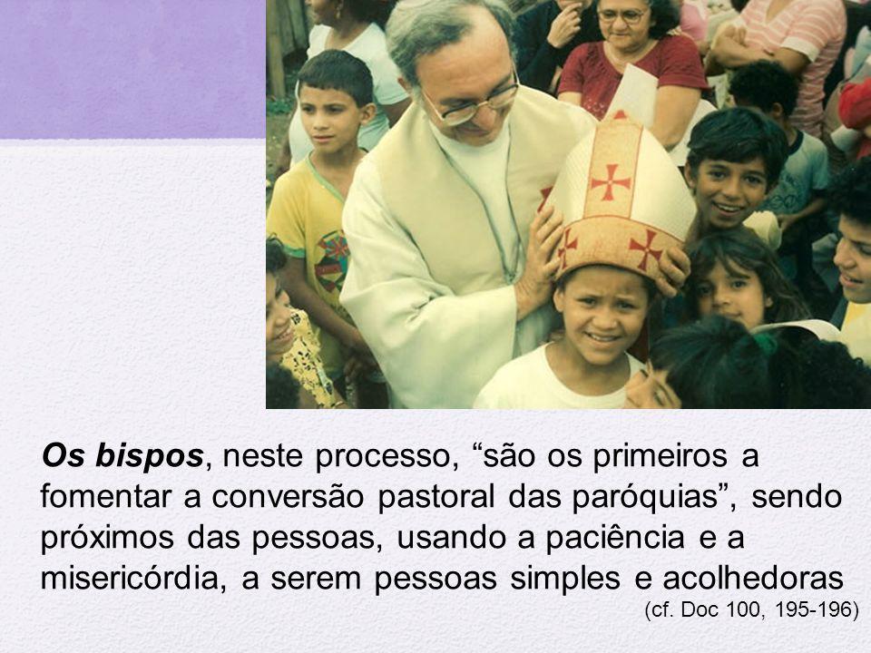Os bispos, neste processo, são os primeiros a fomentar a conversão pastoral das paróquias , sendo próximos das pessoas, usando a paciência e a misericórdia, a serem pessoas simples e acolhedoras