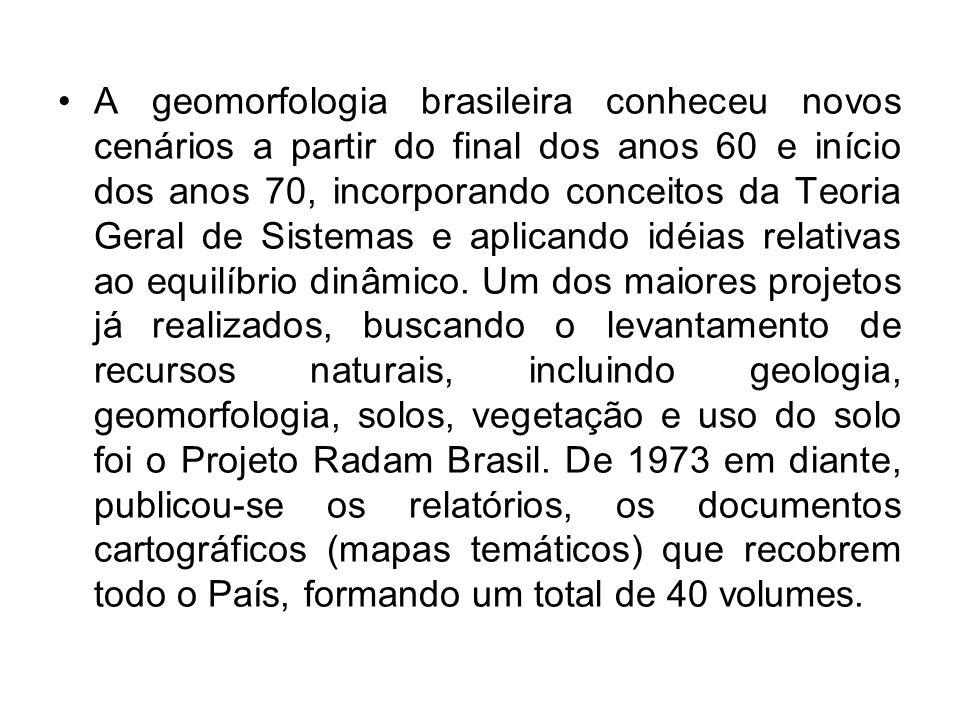 A geomorfologia brasileira conheceu novos cenários a partir do final dos anos 60 e início dos anos 70, incorporando conceitos da Teoria Geral de Sistemas e aplicando idéias relativas ao equilíbrio dinâmico.