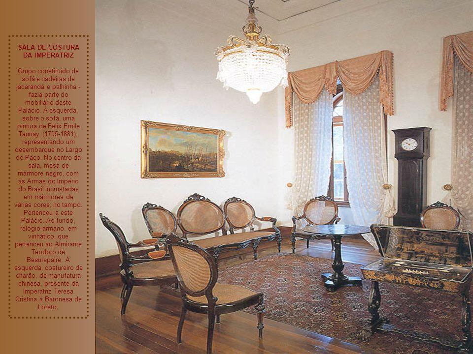 SALA DE COSTURA DA IMPERATRIZ Grupo constituído de sofá e cadeiras de jacarandá e palhinha - fazia parte do mobiliário deste Palácio.