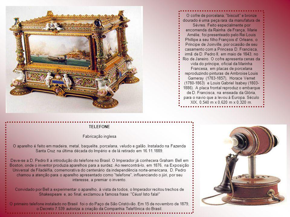 O cofre de porcelana, biscuit e bronze dourado é uma peça rara da manufatura de Sèvres. Feito especialmente por encomenda da Rainha de França, Marie Amélie, foi presenteado pelo Rei Louis Phillipe a seu filho François d Orleans, o Príncipe de Joinville, por ocasião de seu casamento com a Princesa D. Francisca, irmã de D. Pedro II, em maio de 1843, no Rio de Janeiro. O cofre apresenta cenas da vida do príncipe, oficial da Marinha Francesa, em placas de porcelana reproduzindo pinturas de Ambroise Louis Garneray (1783-1857), Horace Vernet (1780-1863) e Louis Gabriel Isabey (1803-1886). A placa frontal reproduz o embarque de D. Francisca, na enseada da Glória, para o navio que a levou à Europa. Século XIX, 0,540 m x 0,620 m x 0,320 m.