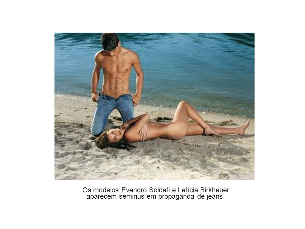 Os modelos Evandro Soldati e Letícia Birkheuer
