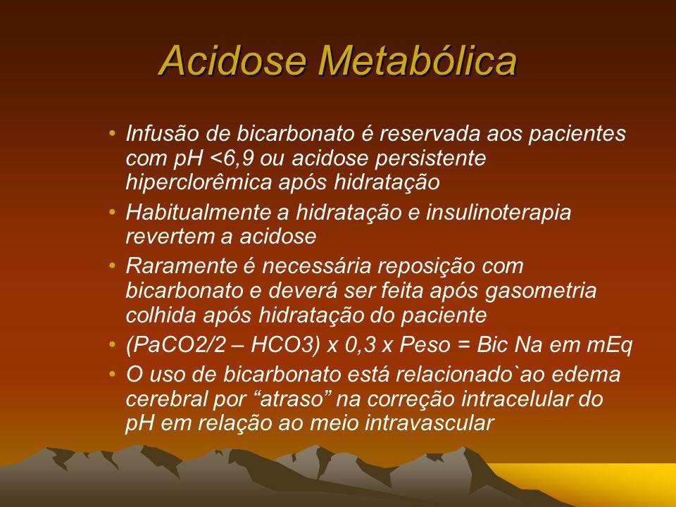 Acidose Metabólica Infusão de bicarbonato é reservada aos pacientes com pH <6,9 ou acidose persistente hiperclorêmica após hidratação.