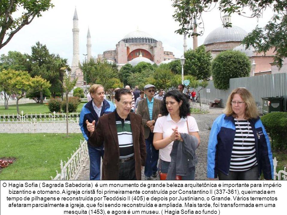 O Hagia Sofia ( Sagrada Sabedoria) é um monumento de grande beleza arquitetônica e importante para império bizantino e otomano.