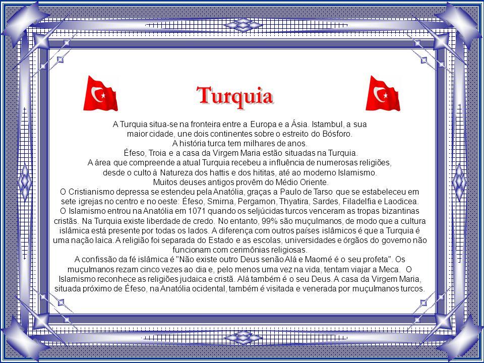 Turquia A Turquia situa-se na fronteira entre a Europa e a Ásia. Istambul, a sua. maior cidade, une dois continentes sobre o estreito do Bósforo.