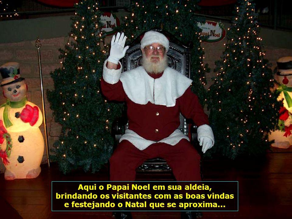 Aqui o Papai Noel em sua aldeia,