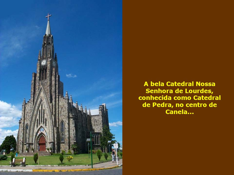 A bela Catedral Nossa Senhora de Lourdes, conhecida como Catedral de Pedra, no centro de Canela...