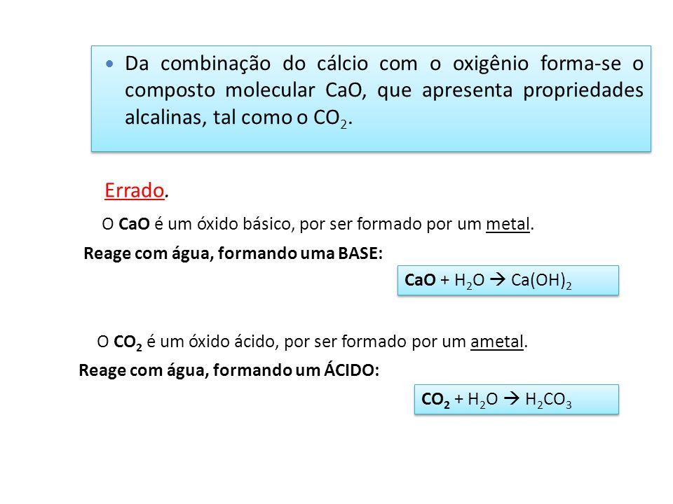 Da combinação do cálcio com o oxigênio forma-se o composto molecular CaO, que apresenta propriedades alcalinas, tal como o CO2.