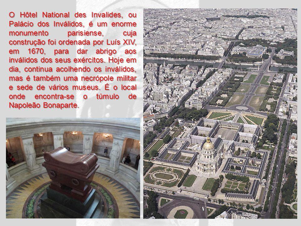 O Hôtel National des Invalides, ou Palácio dos Inválidos, é um enorme monumento parisiense, cuja construção foi ordenada por Luís XIV, em 1670, para dar abrigo aos inválidos dos seus exércitos.