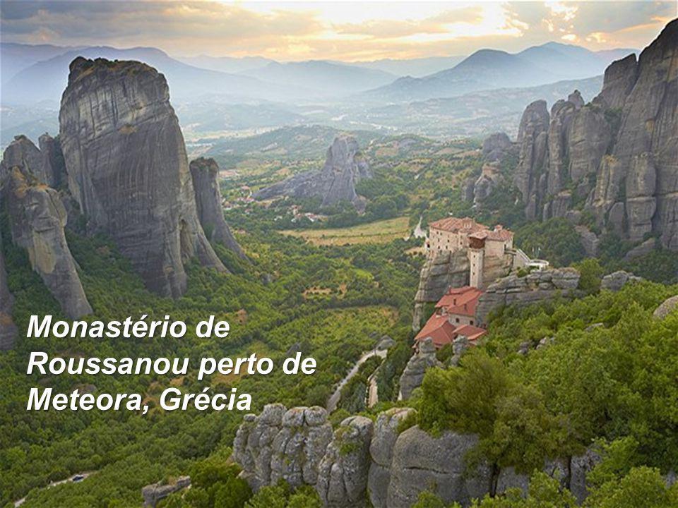 Monastério de Roussanou perto de Meteora, Grécia