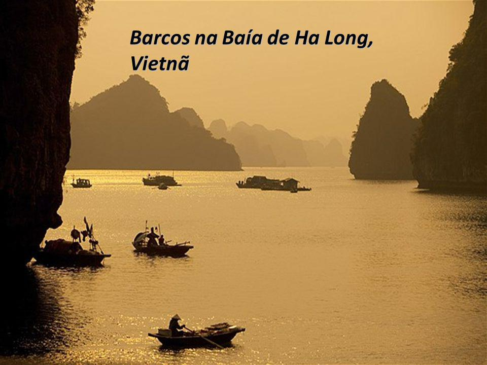 Barcos na Baía de Ha Long, Vietnã