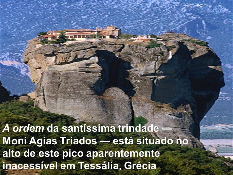 A ordem da santíssima trindade — Moni Agias Triados — está situado no alto de este pico aparentemente inacessível em Tessália, Grécia