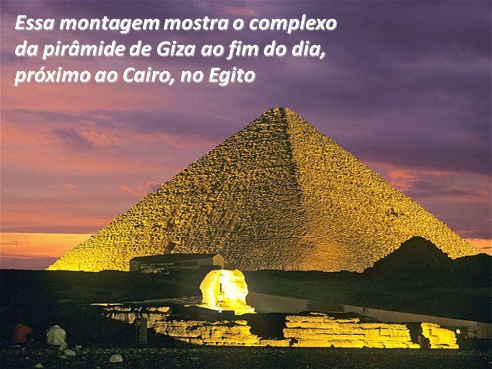 Essa montagem mostra o complexo da pirâmide de Giza ao fim do dia, próximo ao Cairo, no Egito