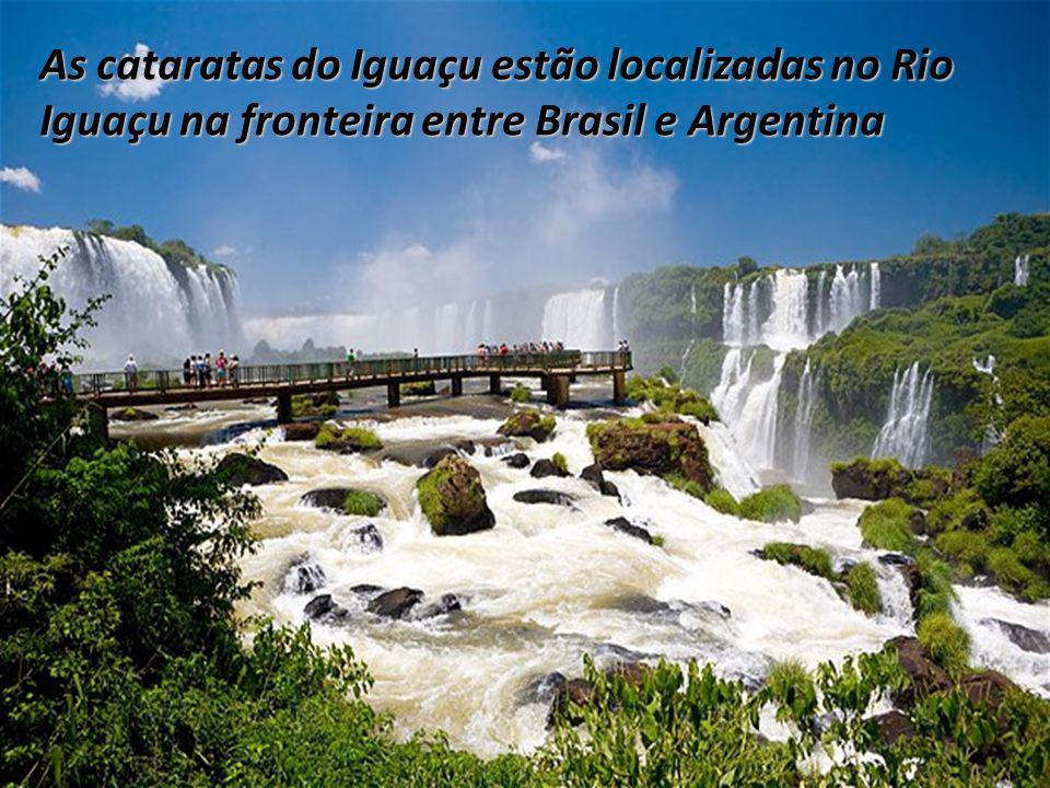 As cataratas do Iguaçu estão localizadas no Rio Iguaçu na fronteira entre Brasil e Argentina