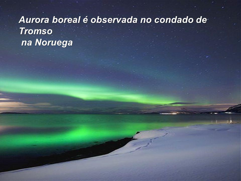 Aurora boreal é observada no condado de Tromso