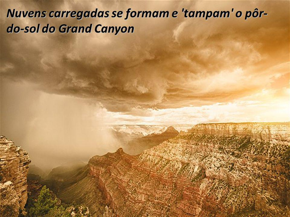 Nuvens carregadas se formam e tampam o pôr-do-sol do Grand Canyon