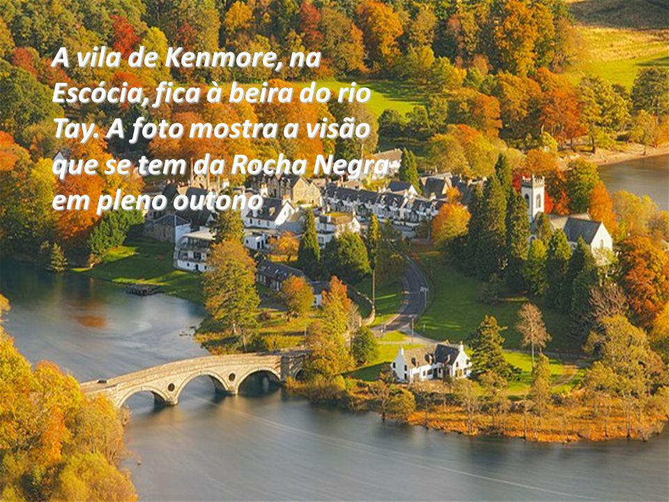A vila de Kenmore, na Escócia, fica à beira do rio Tay