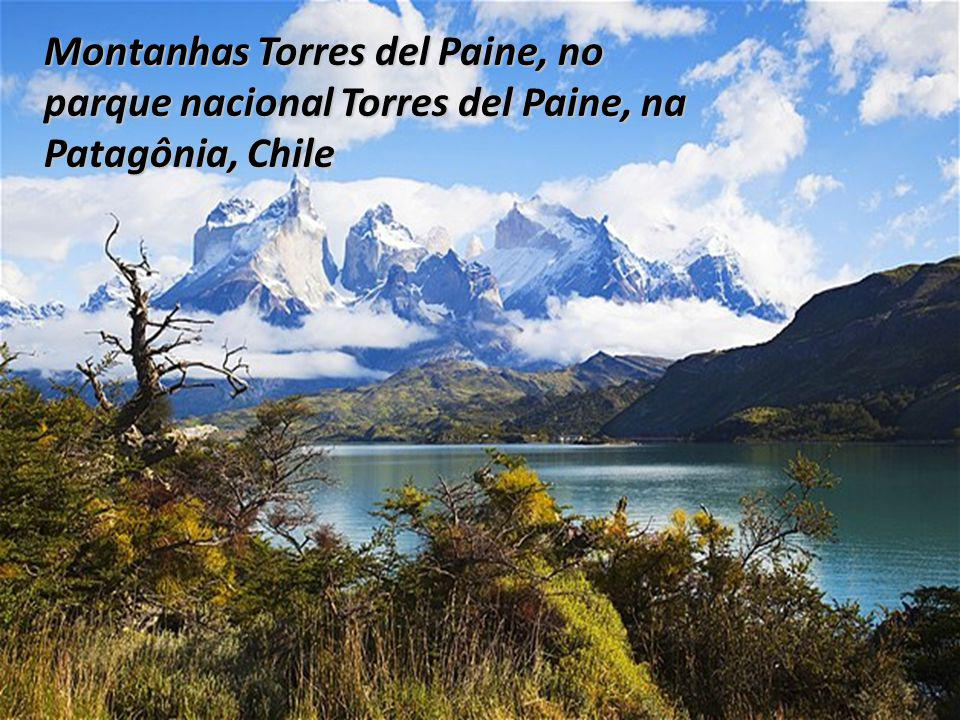 Montanhas Torres del Paine, no parque nacional Torres del Paine, na Patagônia, Chile