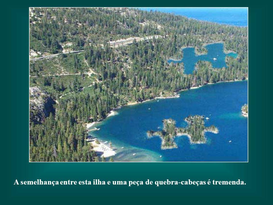 A semelhança entre esta ilha e uma peça de quebra-cabeças é tremenda.