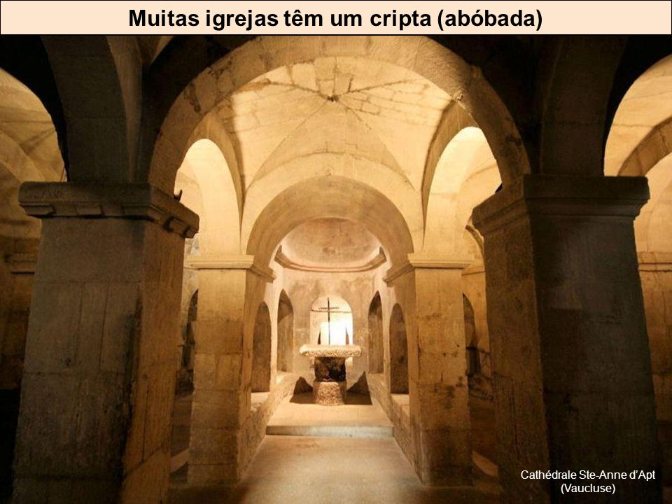Muitas igrejas têm um cripta (abóbada)