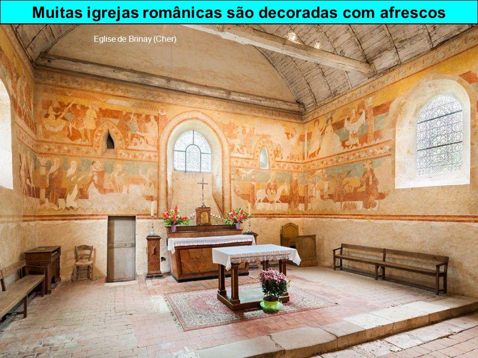 Muitas igrejas românicas são decoradas com afrescos