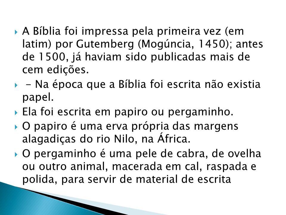 A Bíblia foi impressa pela primeira vez (em latim) por Gutemberg (Mogúncia, 1450); antes de 1500, já haviam sido publicadas mais de cem edições.
