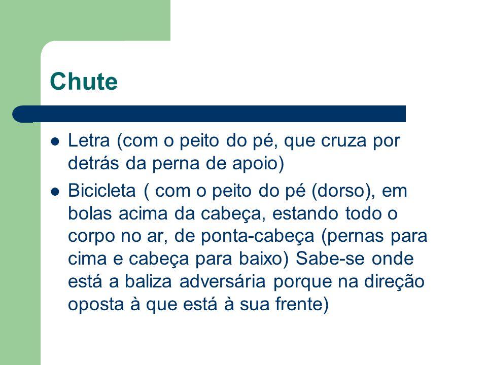 Chute Letra (com o peito do pé, que cruza por detrás da perna de apoio)