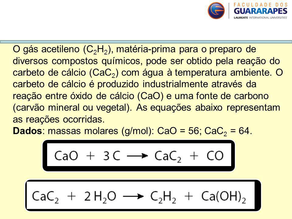 O gás acetileno (C2H2), matéria-prima para o preparo de diversos compostos químicos, pode ser obtido pela reação do carbeto de cálcio (CaC2) com água à temperatura ambiente. O carbeto de cálcio é produzido industrialmente através da reação entre óxido de cálcio (CaO) e uma fonte de carbono (carvão mineral ou vegetal). As equações abaixo representam as reações ocorridas.