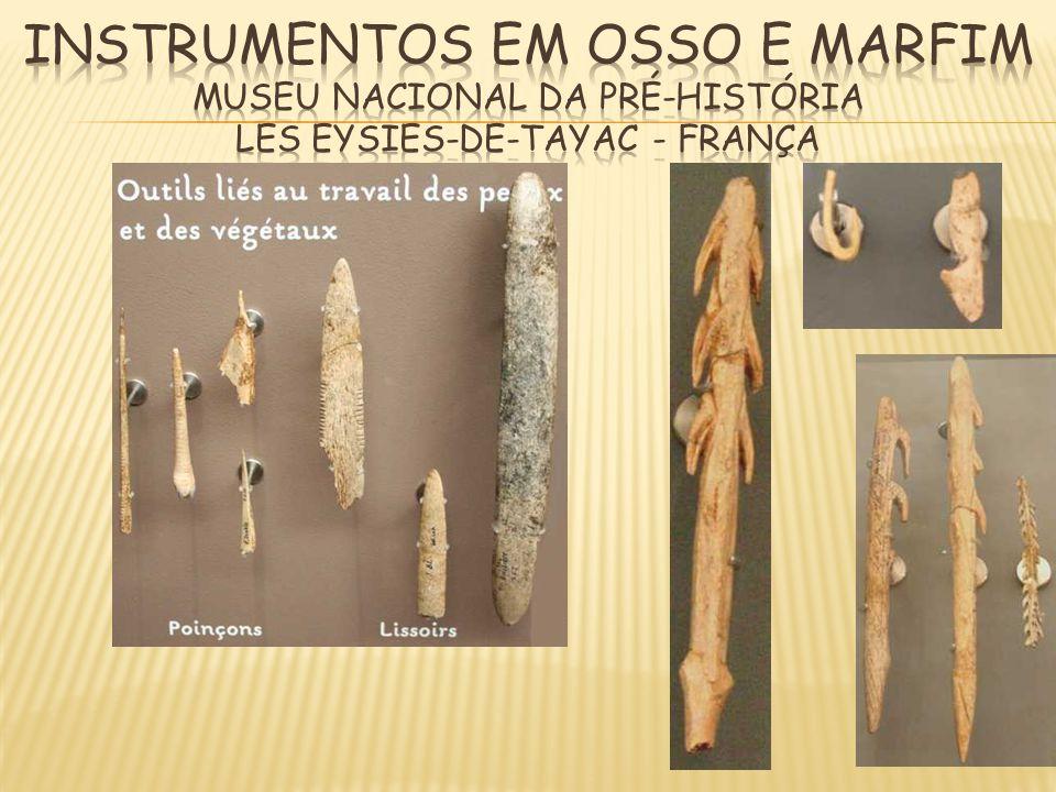 INSTRUMENTOS EM OSSO E MARFIM MUSEU NACIONAL DA PRÉ-HISTÓRIA LES EYSIES-DE-TAYAC - FRANÇA