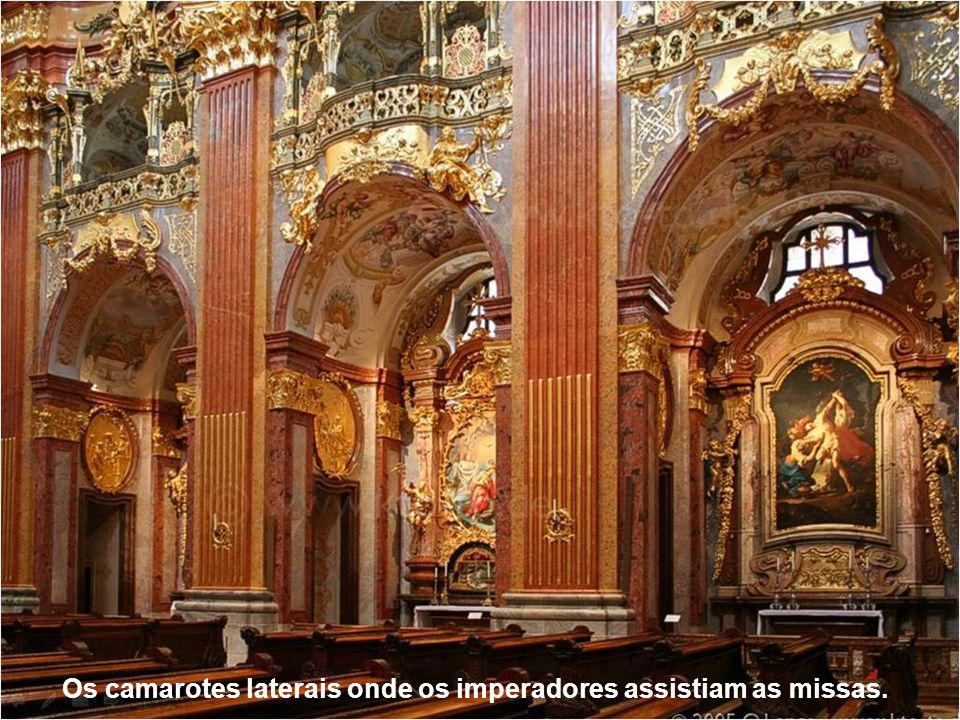 Os camarotes laterais onde os imperadores assistiam as missas.