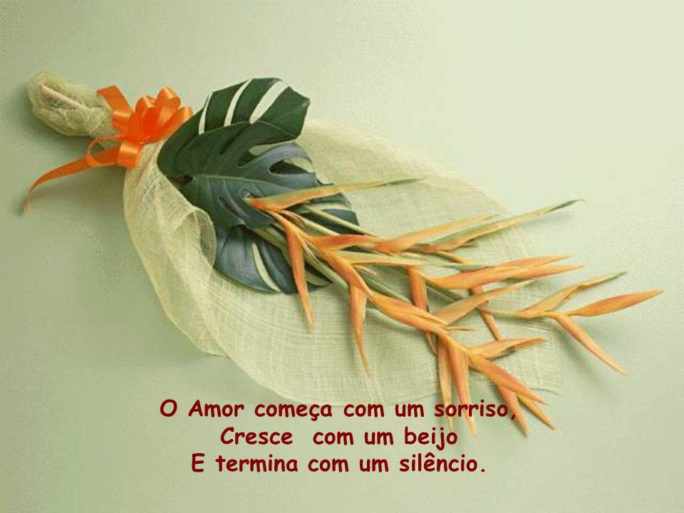 O Amor começa com um sorriso, E termina com um silêncio.