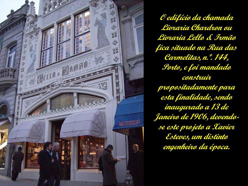 O edifício da chamada Livraria Chardron ou Livraria Lello & Irmão fica situado na Rua das Carmelitas, n.º.