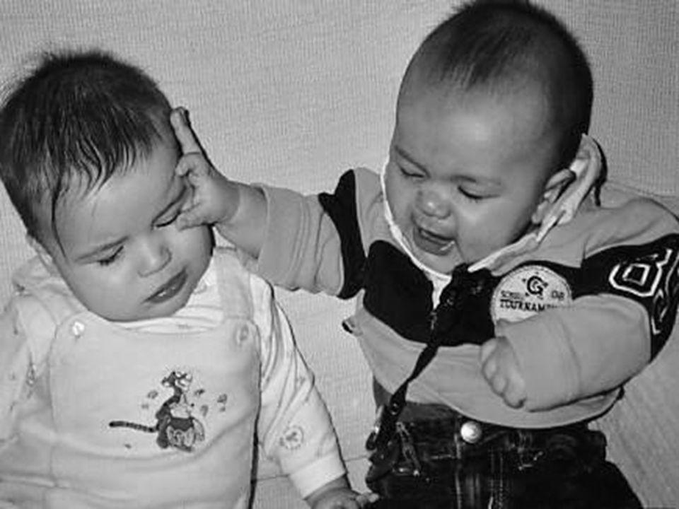 Bonjour Richard, Voici la photo d edouard mon petit fils de 6 mois contrarié par Léa qui n a pas été gentille avec lui