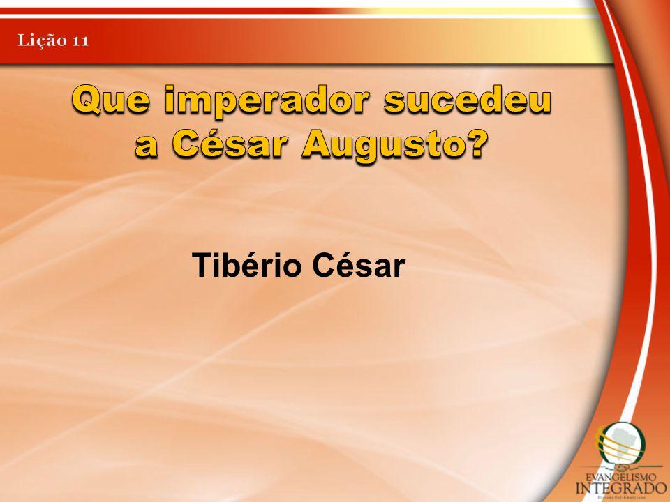 Que imperador sucedeu a César Augusto