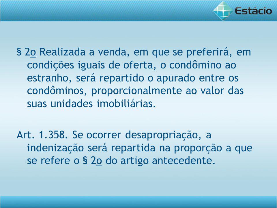 § 2o Realizada a venda, em que se preferirá, em condições iguais de oferta, o condômino ao estranho, será repartido o apurado entre os condôminos, proporcionalmente ao valor das suas unidades imobiliárias.