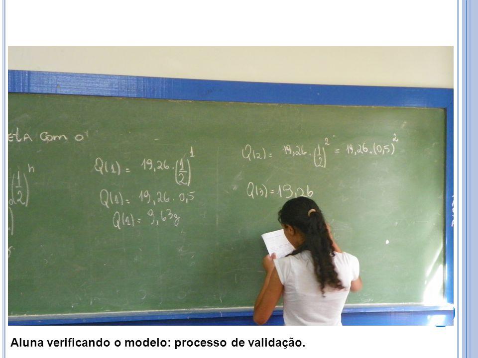 Aluna verificando o modelo: processo de validação.