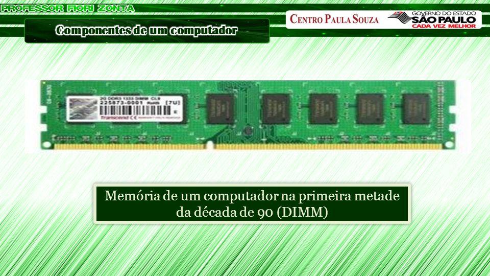 Memória de um computador na primeira metade da década de 90 (DIMM)
