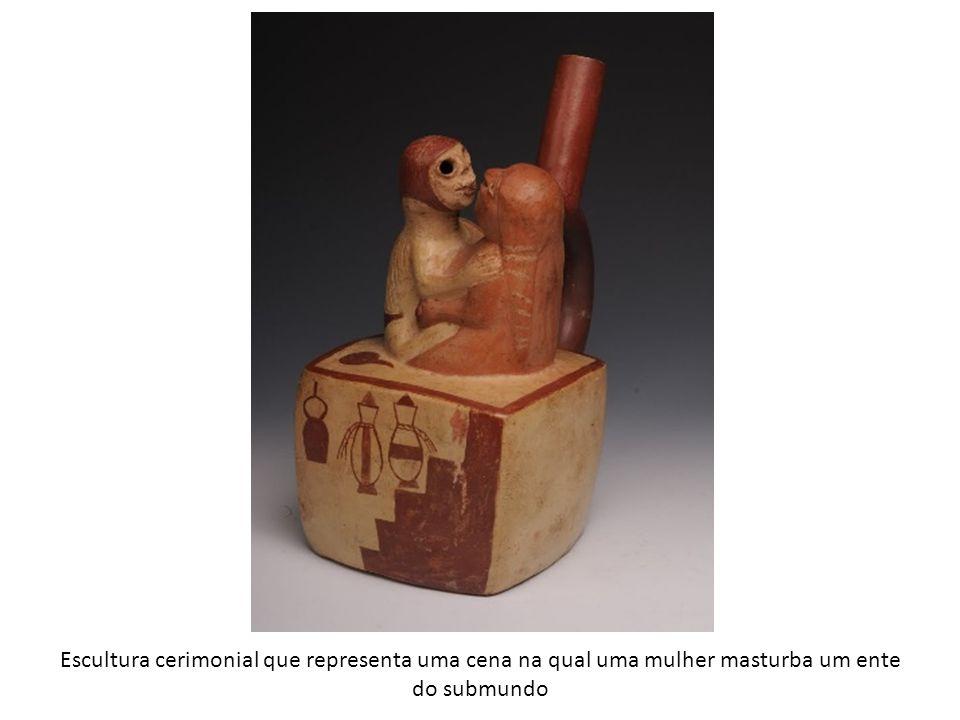 Escultura cerimonial que representa uma cena na qual uma mulher masturba um ente do submundo