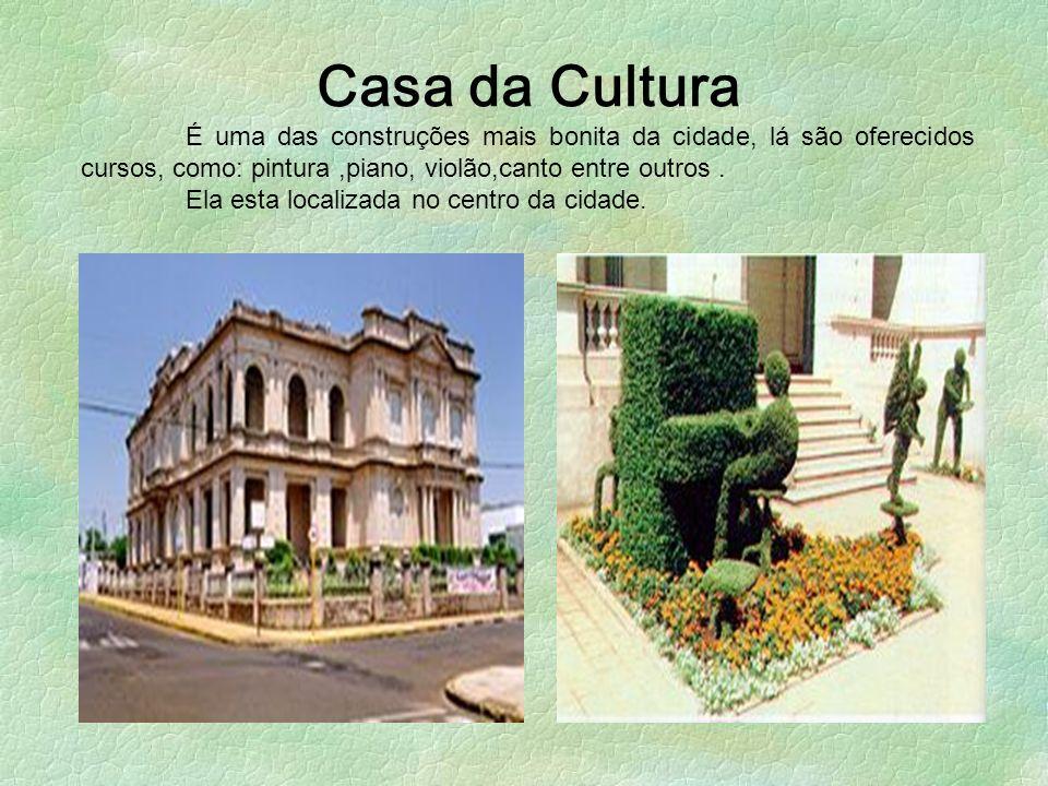Casa da Cultura É uma das construções mais bonita da cidade, lá são oferecidos cursos, como: pintura ,piano, violão,canto entre outros .