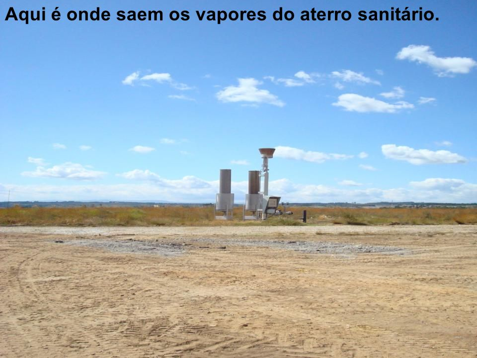 Aqui é onde saem os vapores do aterro sanitário.