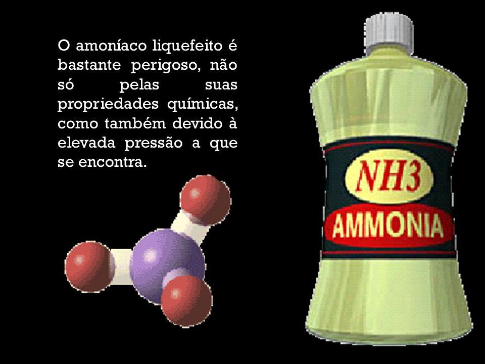 O amoníaco liquefeito é bastante perigoso, não só pelas suas propriedades químicas, como também devido à elevada pressão a que se encontra.