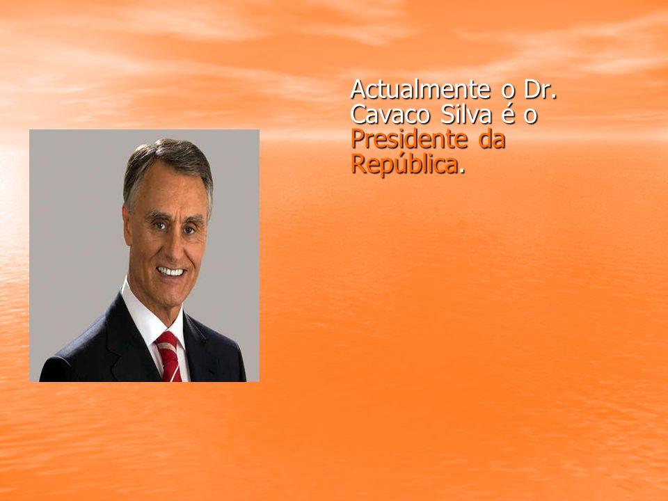 Actualmente o Dr. Cavaco Silva é o Presidente da República.