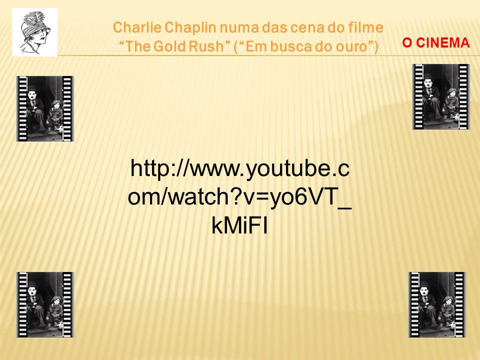 Charlie Chaplin numa das cena do filme
