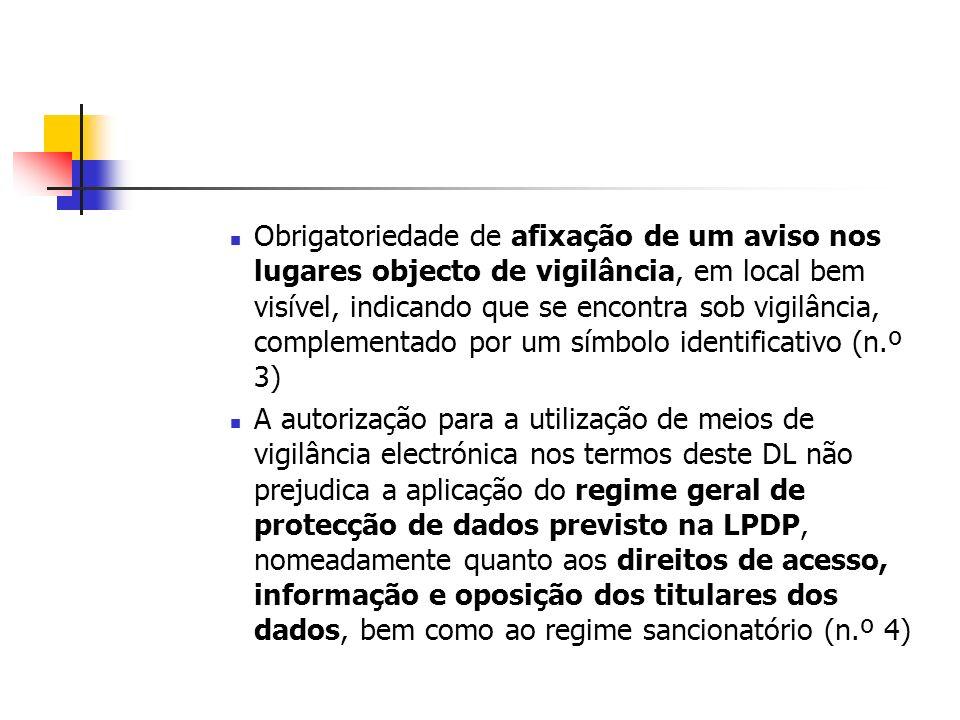 Obrigatoriedade de afixação de um aviso nos lugares objecto de vigilância, em local bem visível, indicando que se encontra sob vigilância, complementado por um símbolo identificativo (n.º 3)
