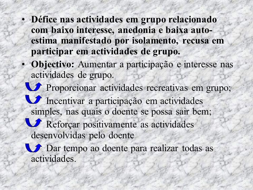 Défice nas actividades em grupo relacionado com baixo interesse, anedonia e baixa auto-estima manifestado por isolamento, recusa em participar em actividades de grupo.