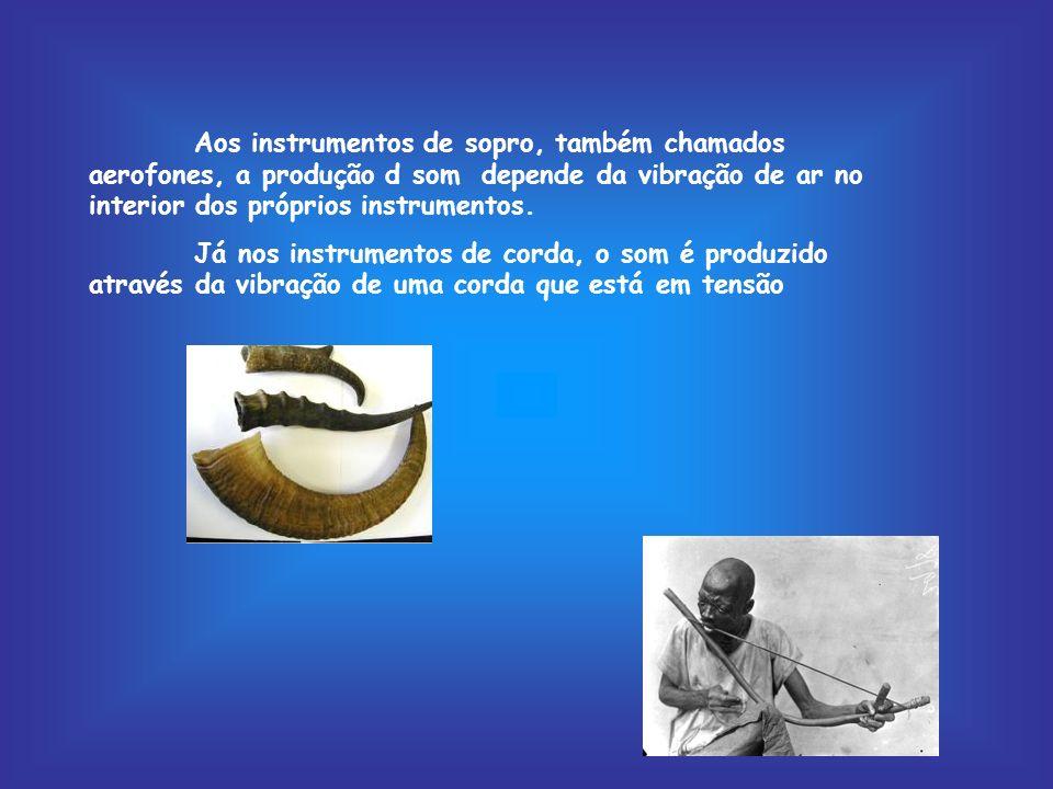 Aos instrumentos de sopro, também chamados aerofones, a produção d som depende da vibração de ar no interior dos próprios instrumentos.