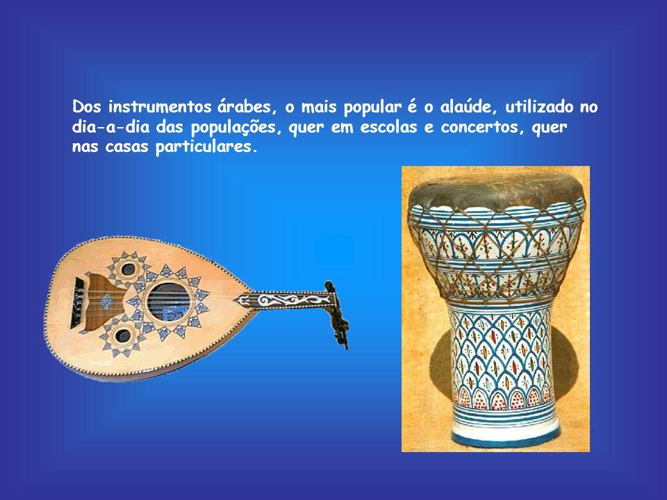 Dos instrumentos árabes, o mais popular é o alaúde, utilizado no dia-a-dia das populações, quer em escolas e concertos, quer nas casas particulares.