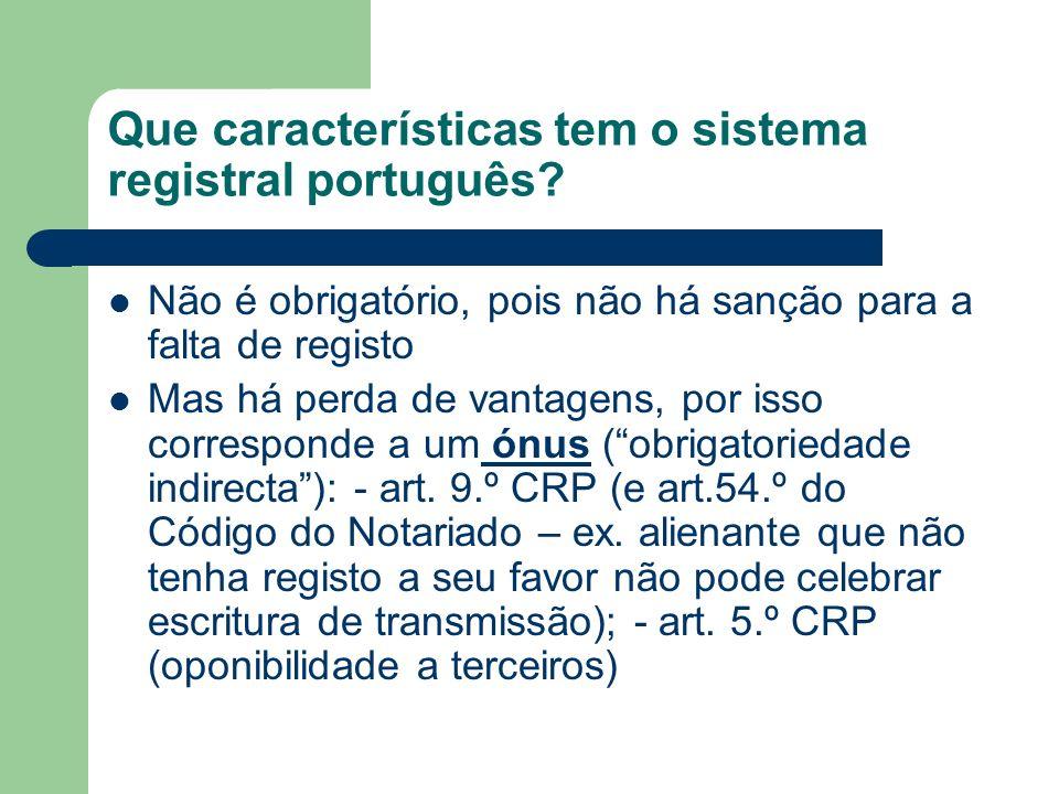 Que características tem o sistema registral português