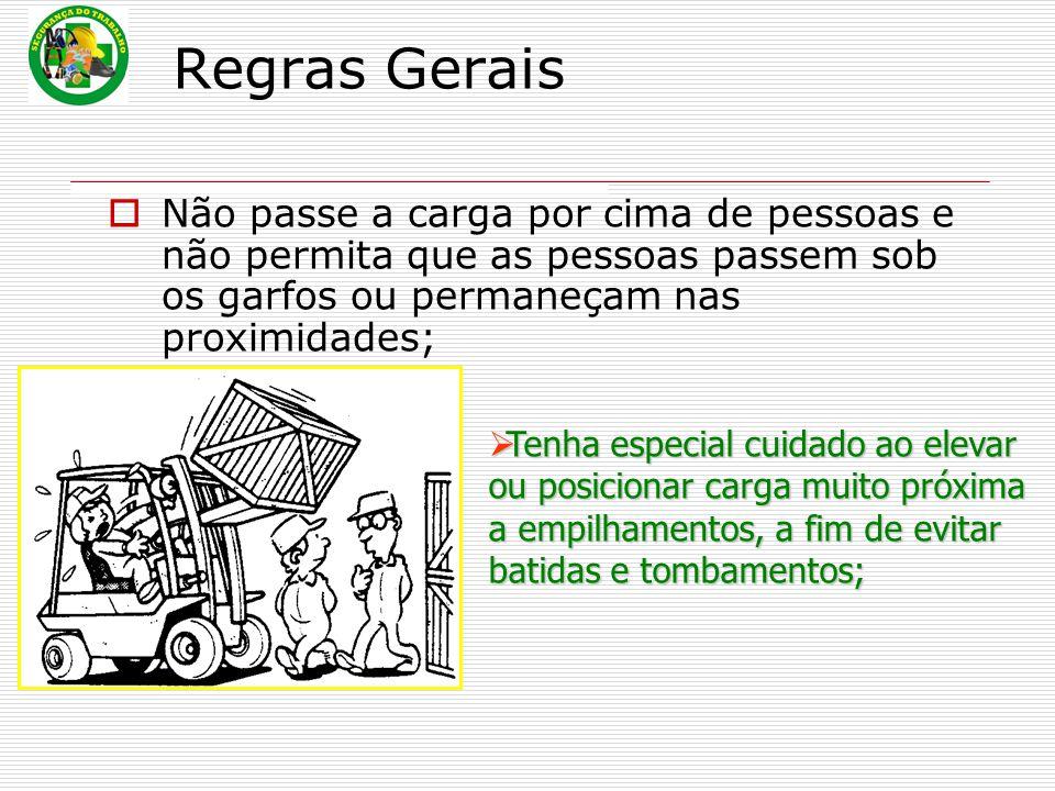 Regras Gerais Não passe a carga por cima de pessoas e não permita que as pessoas passem sob os garfos ou permaneçam nas proximidades;