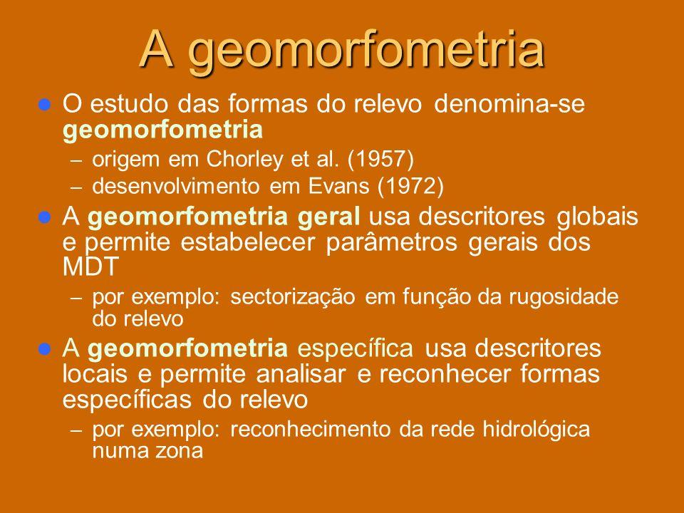 A geomorfometria O estudo das formas do relevo denomina-se geomorfometria. origem em Chorley et al. (1957)