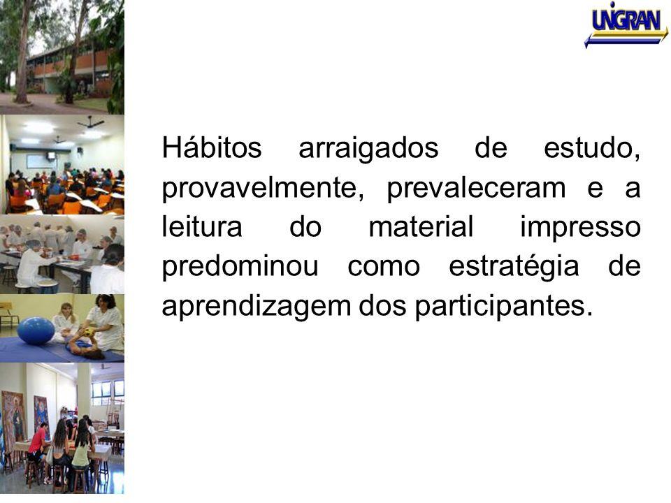 Hábitos arraigados de estudo, provavelmente, prevaleceram e a leitura do material impresso predominou como estratégia de aprendizagem dos participantes.